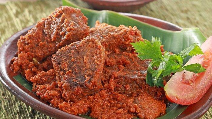 7 Mesti Mencuba Makanan Khas di Padang